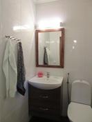 Talon kaksi erillistä wc:tä myös juuri pintaremoitu näyttäväksi mm. ...