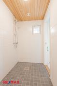 Pesuhuone remontoitu täysin 2021.