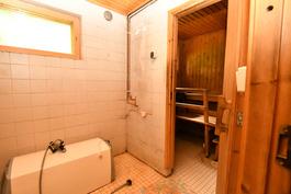 Kylpyhuone-suihku