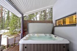 Poreamme saunarakennuksen terassilla