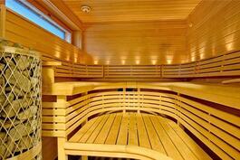 Sauna erillisessä saunarakennuksessa