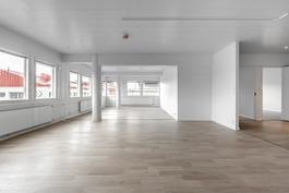 Suuri loft-tila 5