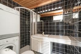 YKSIÖ kylpyhuone