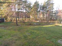 Parvekkeelta näkymät puistoalueelle