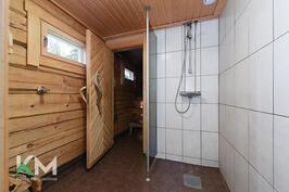 Saunarakennuksen suihku