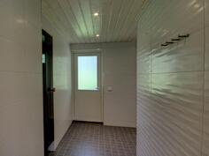 Pesuhuoneesta saunaan ja uudelle takaterassille