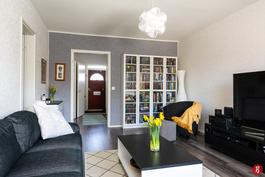 Asunnossa on rauhallinen värimaailma ja hyväkuntoisen pinnat kauttaaltaan.