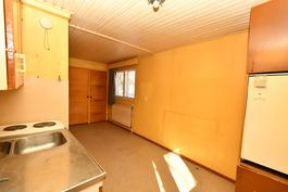 Talousrakennuken keittiö-olohuone