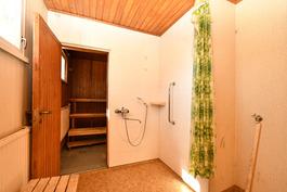 Talon siirpirakennuksessa kylpyhuonetilat