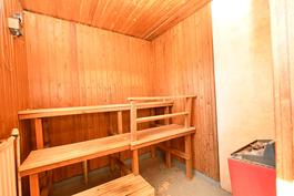 Talon siipirakennuksessa sauna