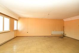 Yläkerran olohuone 1