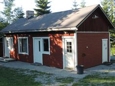 Talousrakennukseen on peruskorjattu uusi s/psh, kamari ja puucee. Lisäksi on myös liiteri ja varasto