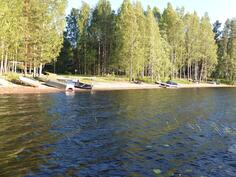 noin 1 km:n päässä on upea luonnonhiekkainen uimaranta
