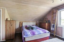 Yläkerran makuuhuone 1