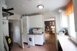 Kodinhoitohuoneesta keittiöön