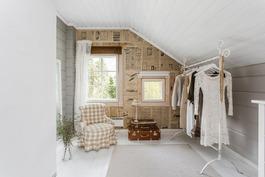 Yläkerran makuuhuoneet on jaettu kevytrakenteisill