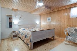 Kellarikerroksen makuuhuone