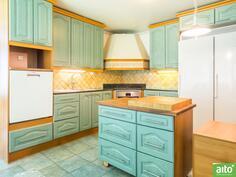 Isompi huoneisto keittiö