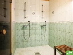 pienempi huoneisto suihkutila