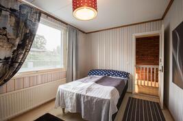 Pienemmän asunnon yläkerran mh