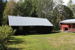 Talousrakennus, jossa sauna, saunakamari ja varast