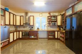 U-mallinen upea keittiö