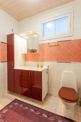 Keskikerroksen erillis WC