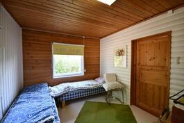 Talon makuuhuone 1