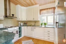 Keittiö (pienempi talo)