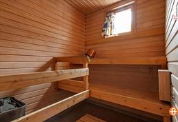 Sauna (pienempi talo)