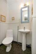 Erillinen wc (isompi talo)