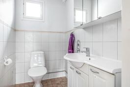 Tämä on talon toinen wc.