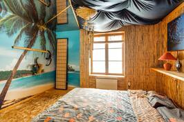 Alimman kerroksen makuuhuone