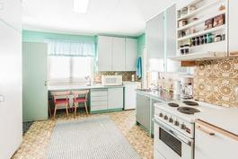 Keskikerroksen keittiö