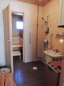 Tilava kylpyhuone ja sauna