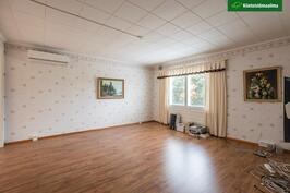 Yläkerran sali/olohuone