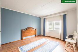 """Yläkerran makuuhuone, """"sininen huone"""""""