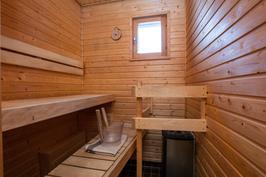 Löylyt omassa saunassa, ikkuna.