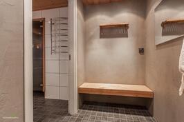 Kylpyhuoneeseen mennessä käytännöllinen pukuhuone