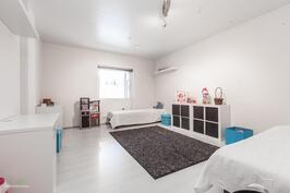 Yläkrrran makuuhuone 1