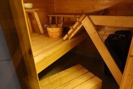 Sauna- ja pesutilat yläkerrassa