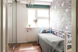 Makuuhuone 1 (alakerta)