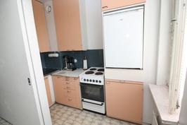 keittiön ja huonetilan välissä liukuovi