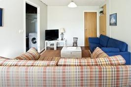 Erillisen kaksion olohuone