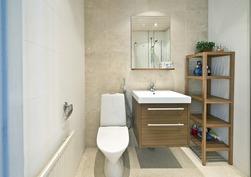 Erillisen kaksion kylpyhuone