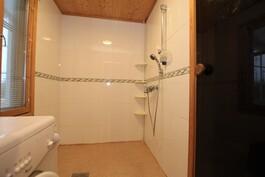 Pienen talon kylpyhuone
