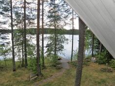parvekkeelta järvelle