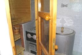 Kellarikerroksen laatoitetun kylpyhuoneen puulämm. pata!
