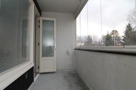 Taloyhtiössä uusittu ikkunat ja parvekeovet