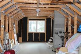 Yläkertaan on mahdollista rakentaa lisää huoneita